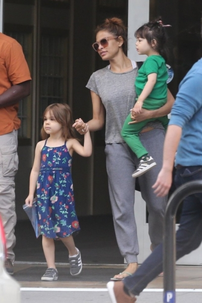Eva Mendes does not limit the daughters in the choice of ...
